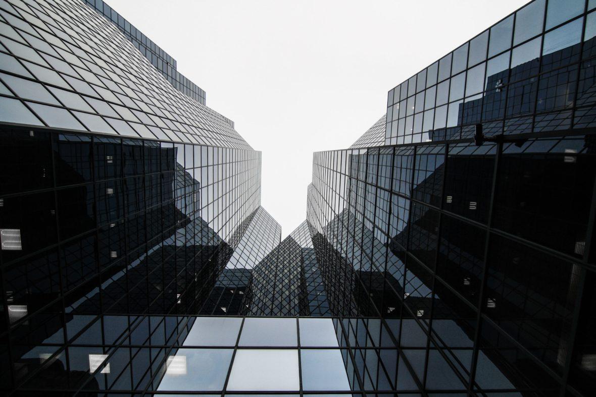 Glass building. Guillaume Bolduc, Unsplash