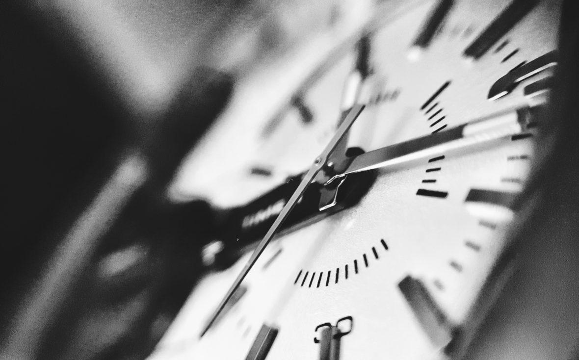Time. Noor Younis, Unsplash.
